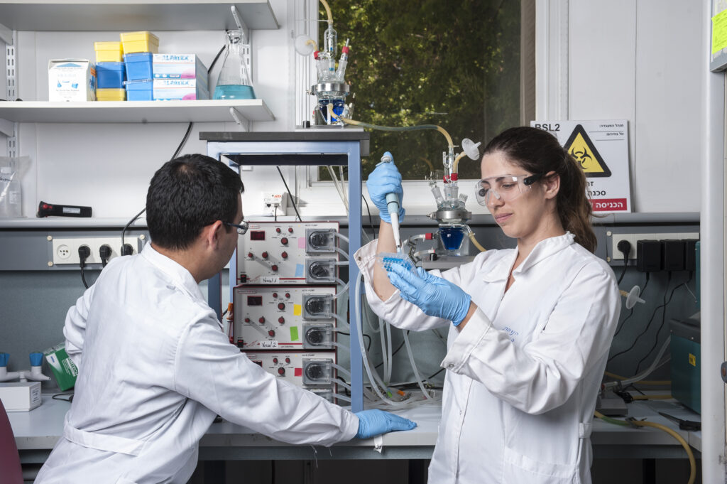 A male and a female researcher in a bioengineering lab at Technion Israel Institute of Technology.